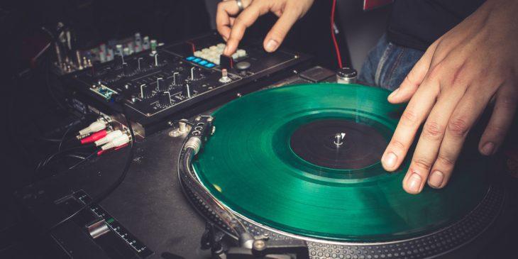 Die besten DJ-Plattenspieler für Einsteiger