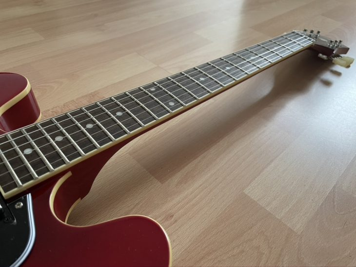 Test: Epiphone ES 335 Cherry, E-Gitarre
