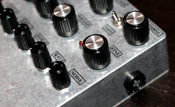 JMT Synth VDR-1 Userbild seitlich NOISE und Schalter