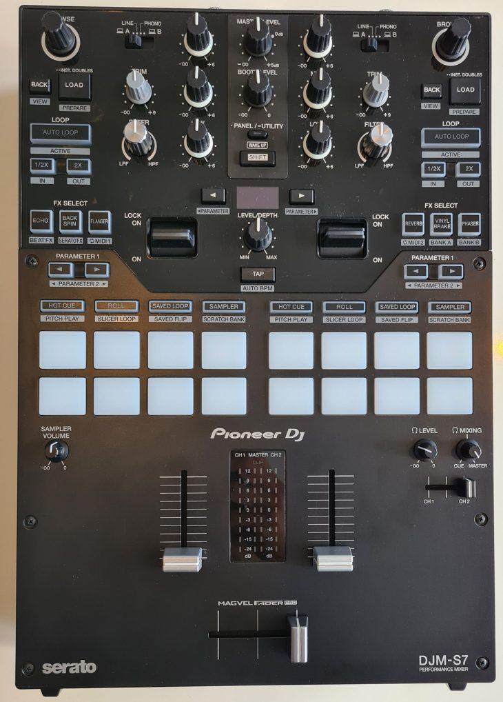 Pioneer DJM-S7 Battle Mixer
