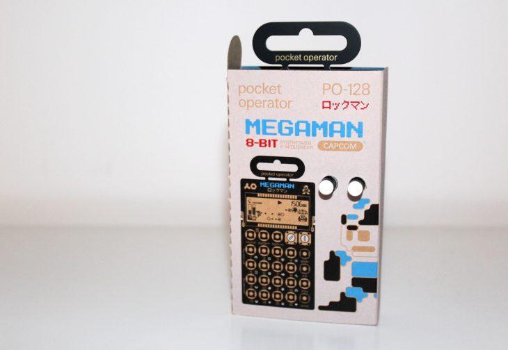 Teenage Engineering Pocket Operator 128 Megaman Userbild Ansicht Packung stehend von vorn
