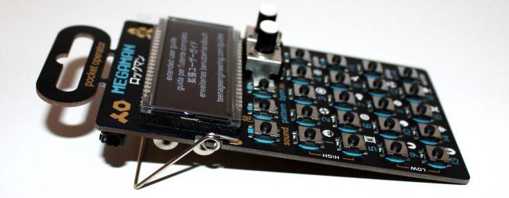 Teenage Engineering Pocket Operator 128 Megaman Userbild Seitliche Ansicht