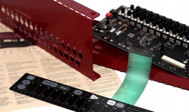 Teenage Engineering Pocket Operator Modular POM16 Touchkeyboard Sequencer Userbild Detailbild Kante