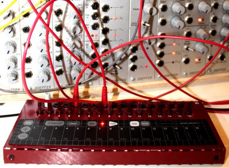 Teenage Engineering Pocket Operator Modular POM16 Touchkeyboard Sequencer Userbild mit Doepfer Modularsystem