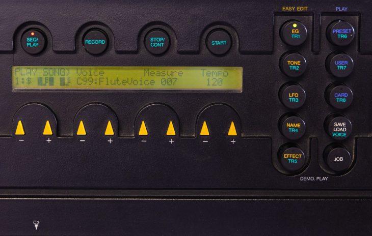 Yamaha YS-200 - Menü Kontext Taster