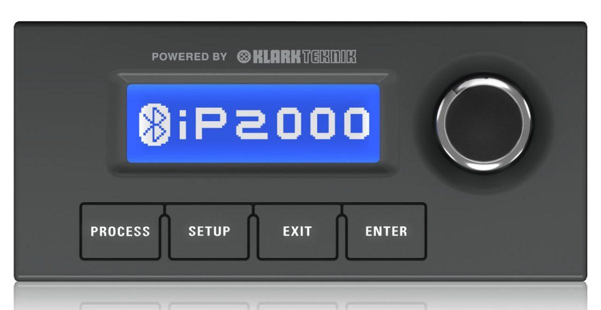 Bedienpanel in Autoradio-Optik