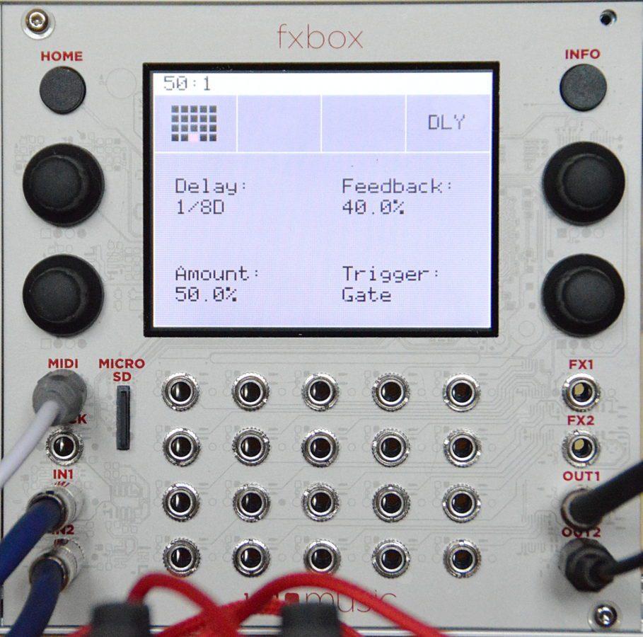 Die Effekt-Paramter werden durch die Drehregler, durch Wischen über das Dsiplay (XY-Pad) oder die Modulatoren verstellt. Eine Steuerung über MIDI fehlt leider.