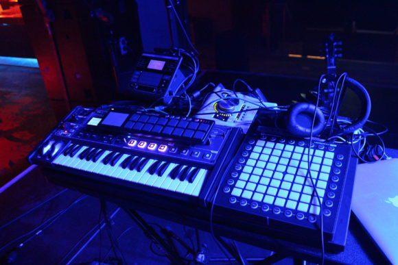 Das Equipment und Setup für Kawehi's Auftritt