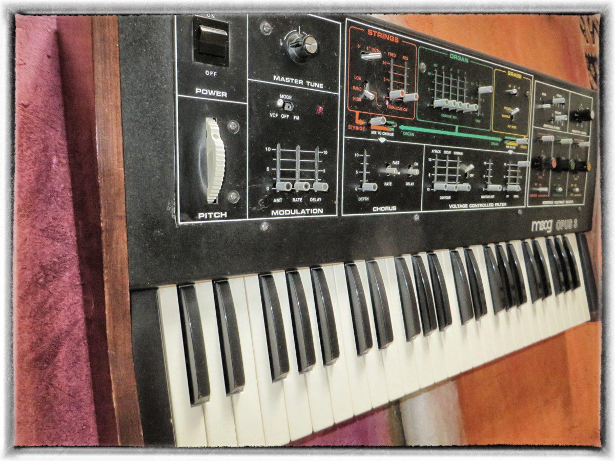 Moog Opus 3 - at true vintage synth