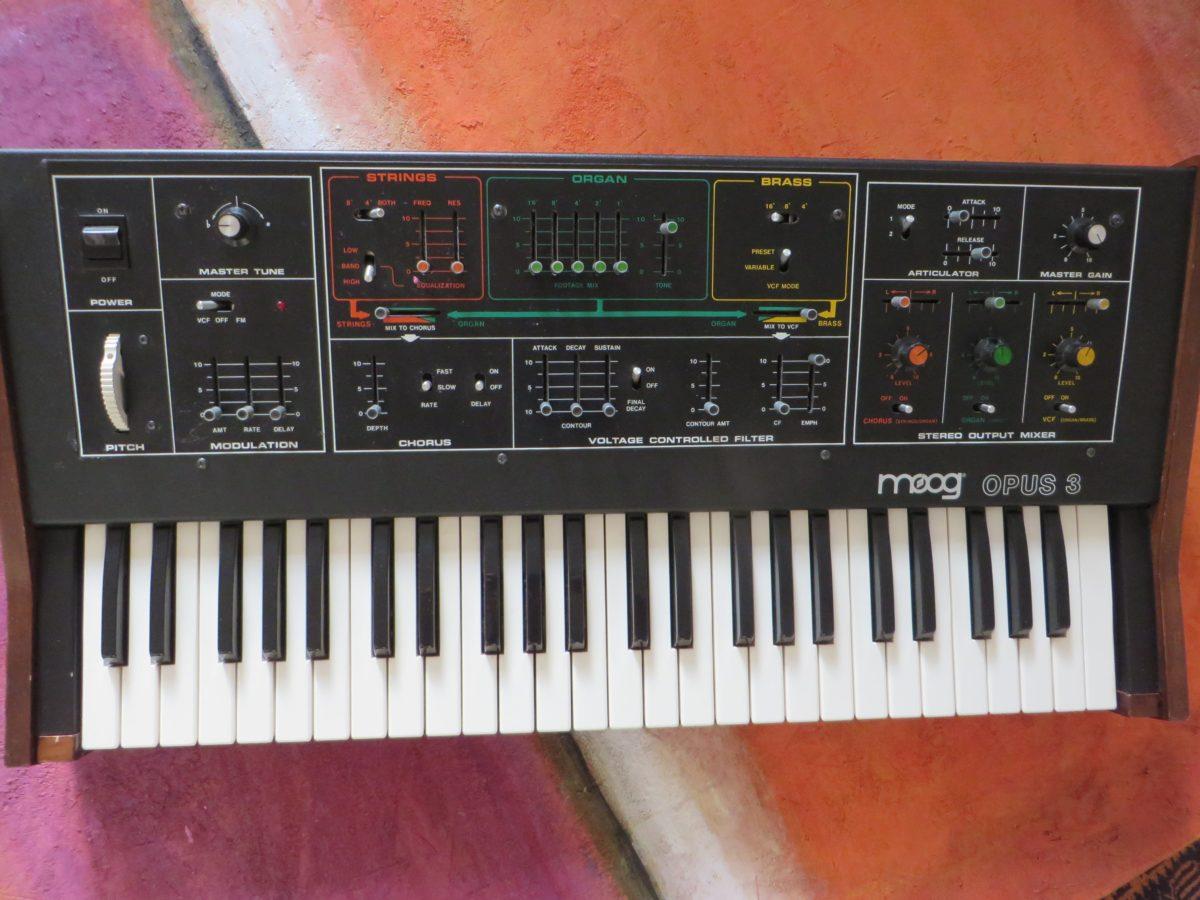 Auf dem Moog Opus 3 findet man sich schnell zurecht