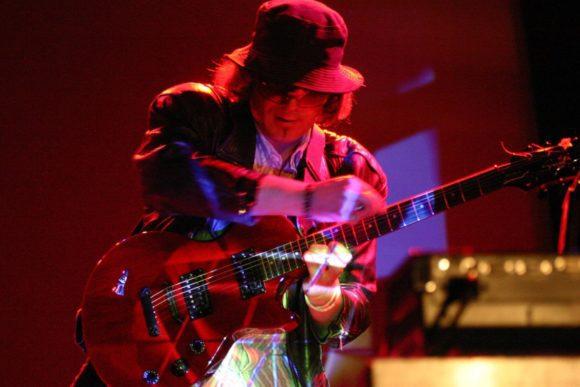 Robert live 2008 an der Gitarre