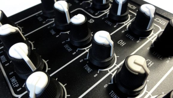 avp-mad-5-knobs-2
