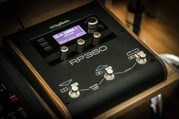 Digitech RP360 mit Holzseitenteilen