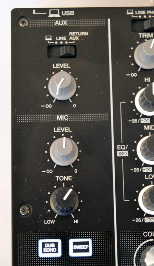 Klein aber vorhanden: Mikrofon-Kanal und Aux-In