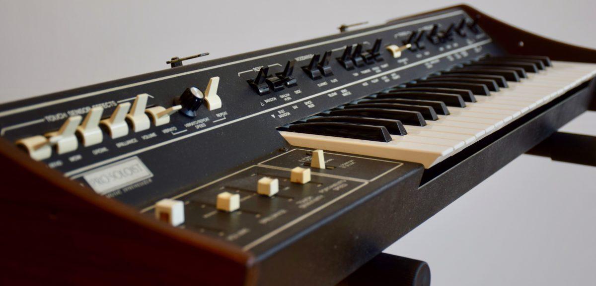Wie die Genesis-Alben wohl geklungen hätten, wenn Tony Banks Minimoog gespielt hätte?