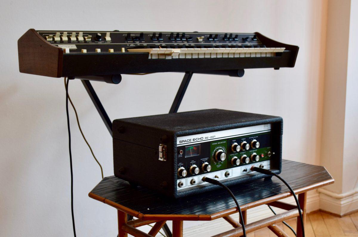 Sind die allerbesten Freunde - der ARP Pro Soloist und das Roland Space Echo.