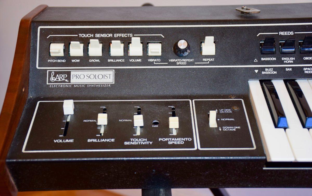 Viel regeln lässt sich am Klang nicht. Das Filter allerdings verändert den Sound drastisch.