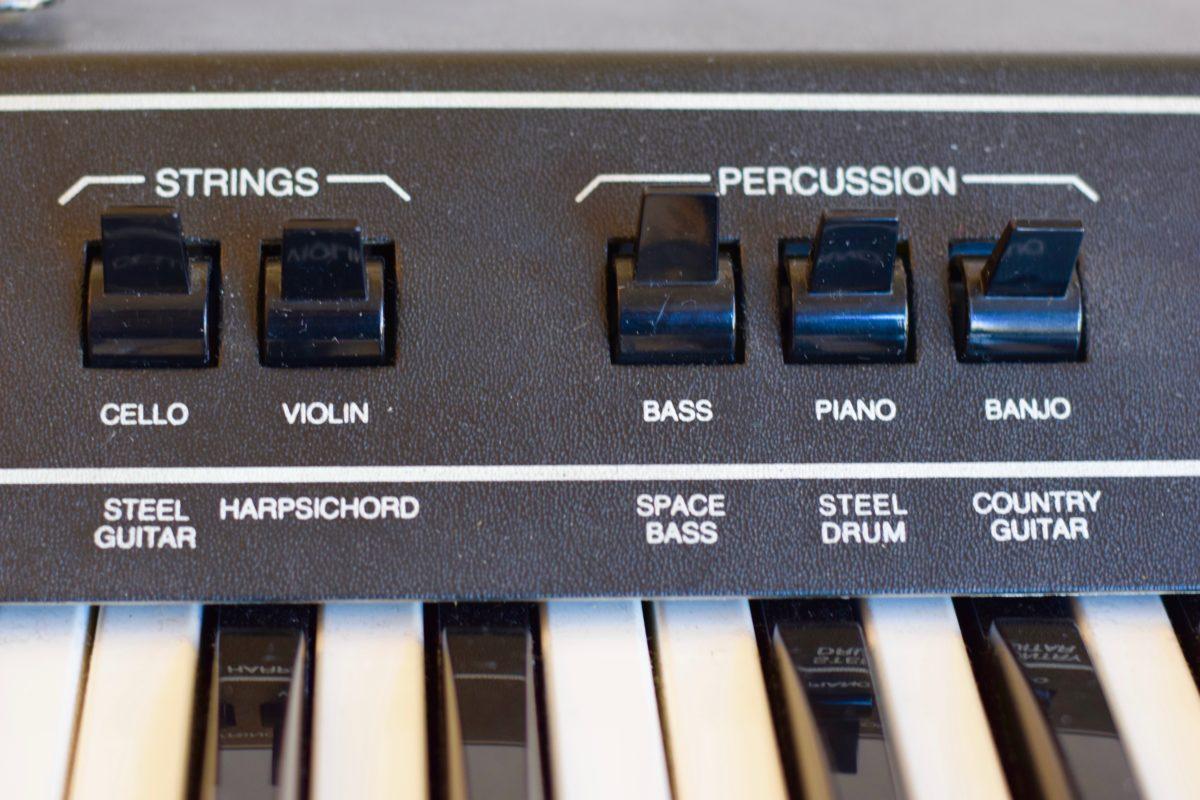 Die Presetwippen für die String- und Pecussionsounds zeigen nach oben: Kein Sound ist aktiviert.