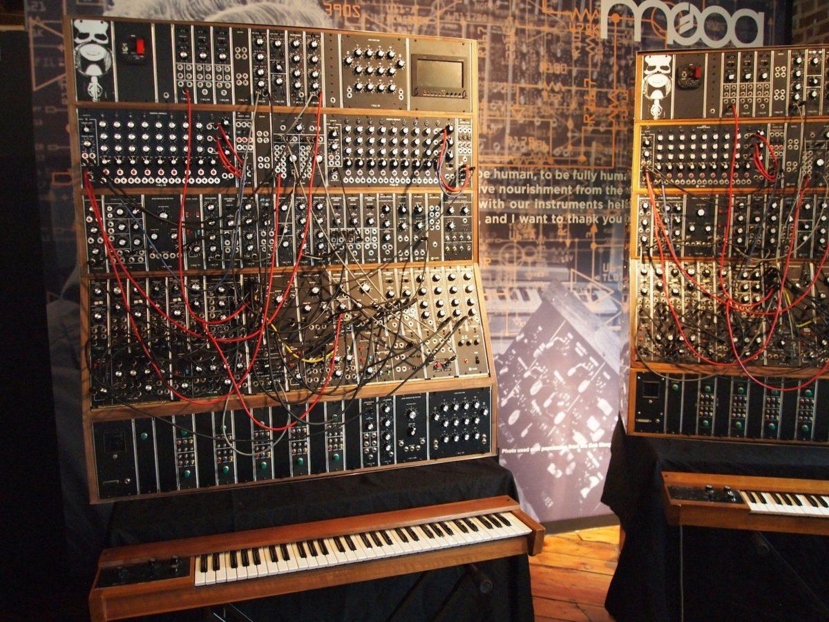 Das ist die Antithese zum ARP Pro Soloist - ein riesiges Moog Modularsystem