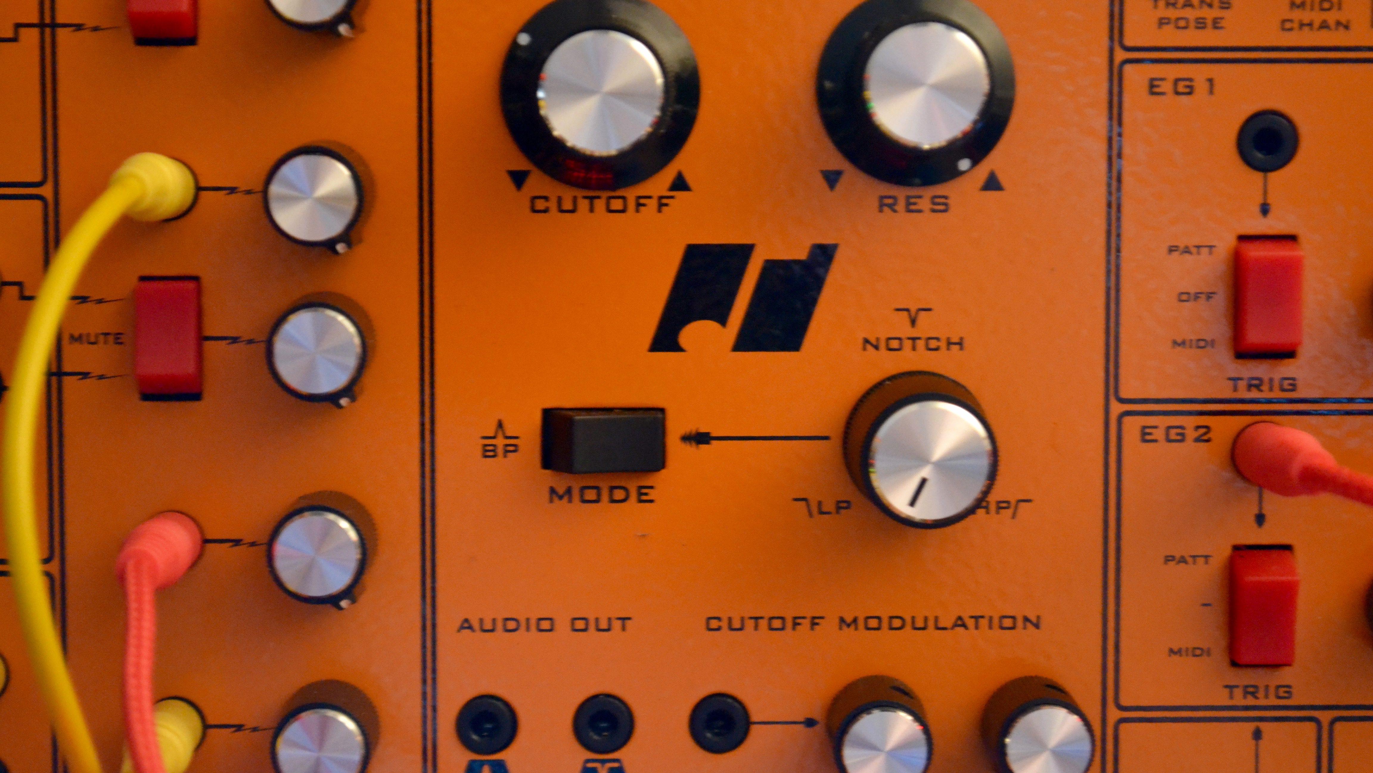Wo viel Orange, wo ist das neue Schwarz. Hier muss man sagen, die Fusebox  will sich erarbeitet werden. Auf der einen Seite ist er  Boutique-Synthesizer.