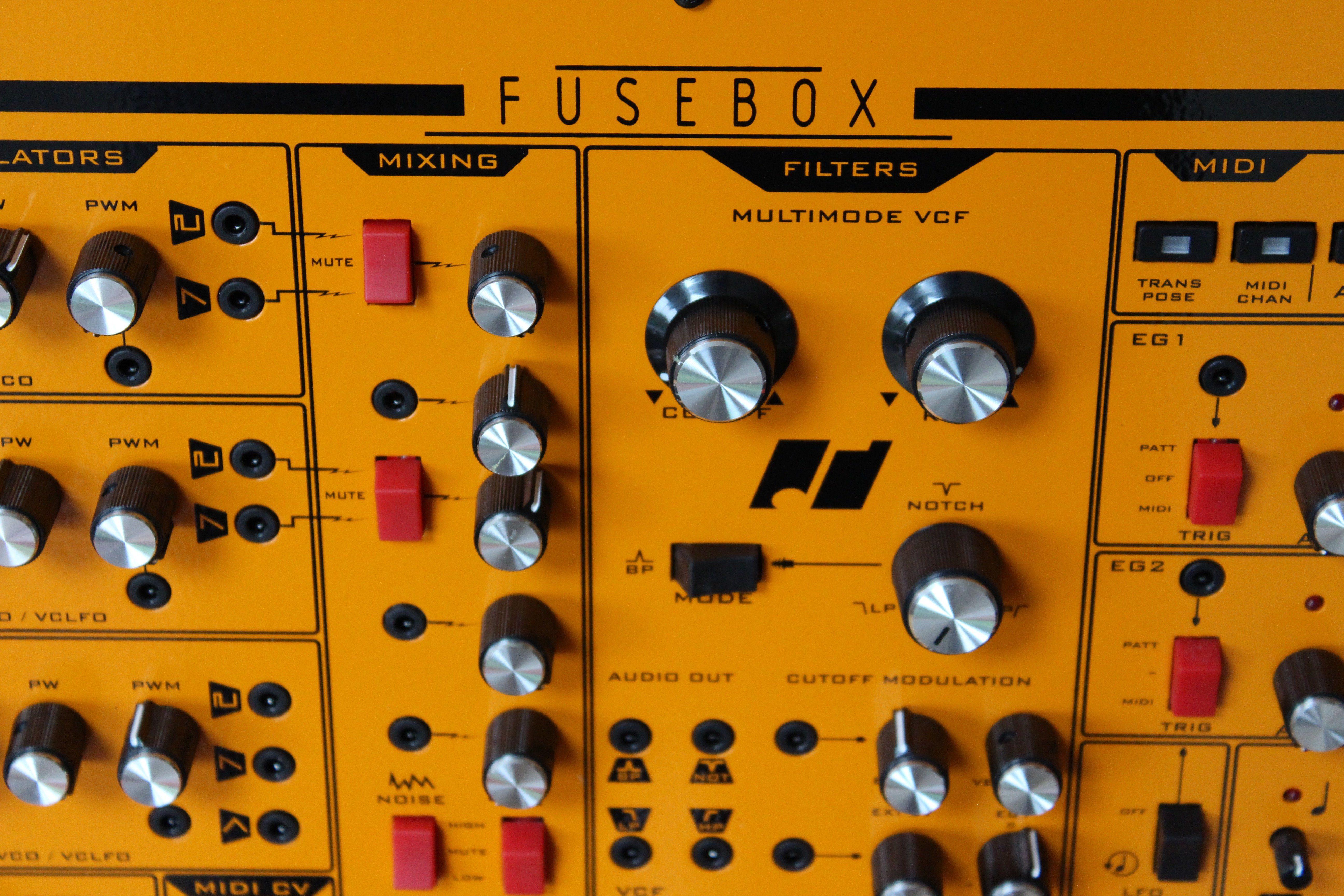 Test Analogue Solutions Fusebox Analogsynthesizer Audio Fuse Box Mit Der Ppigen Ausstattung An Schnittstellen Ist Die Sehr Flexibel Ins Setup Zu Integrieren Und Kann Das Herzstck Sicherungskasten Des Setups
