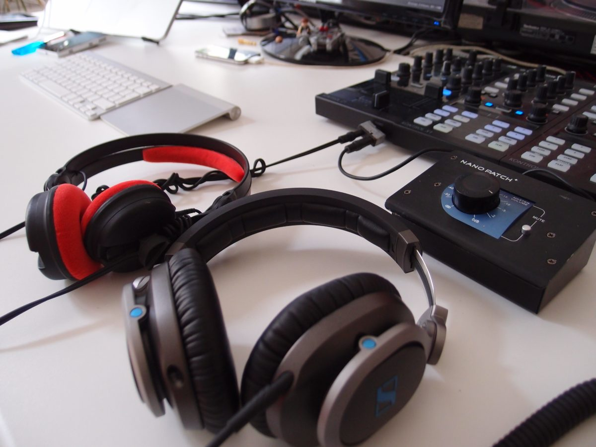 Sennheiser HD 8 DJ vs. HD 25