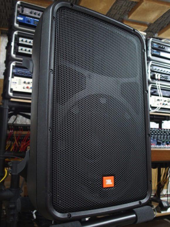 Kompakte Plaste mit JBL-Sound