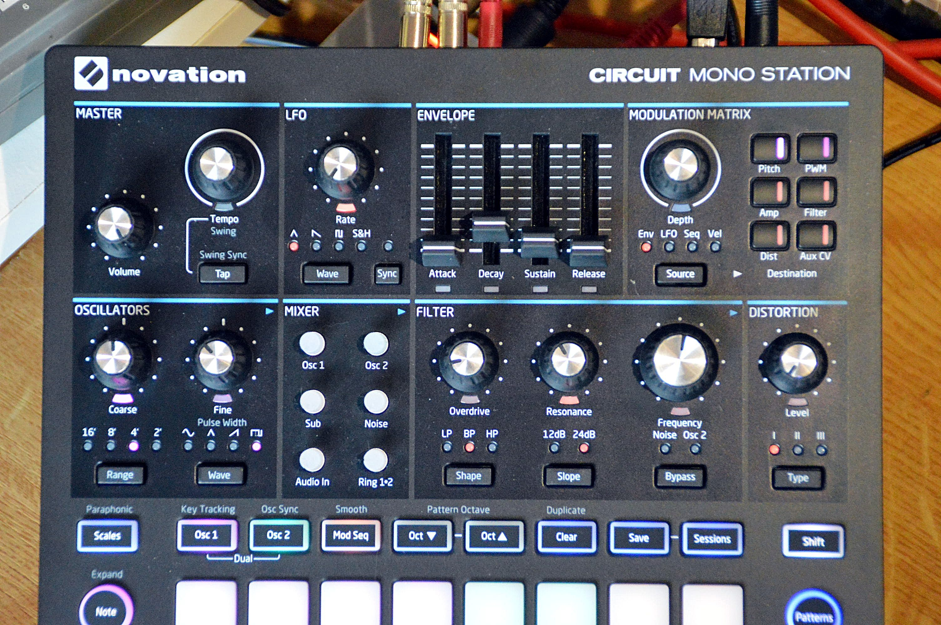 Test Novation Circuit Mono Station Paraphoner Synthesizer Mit To Stereo Synthesesektion