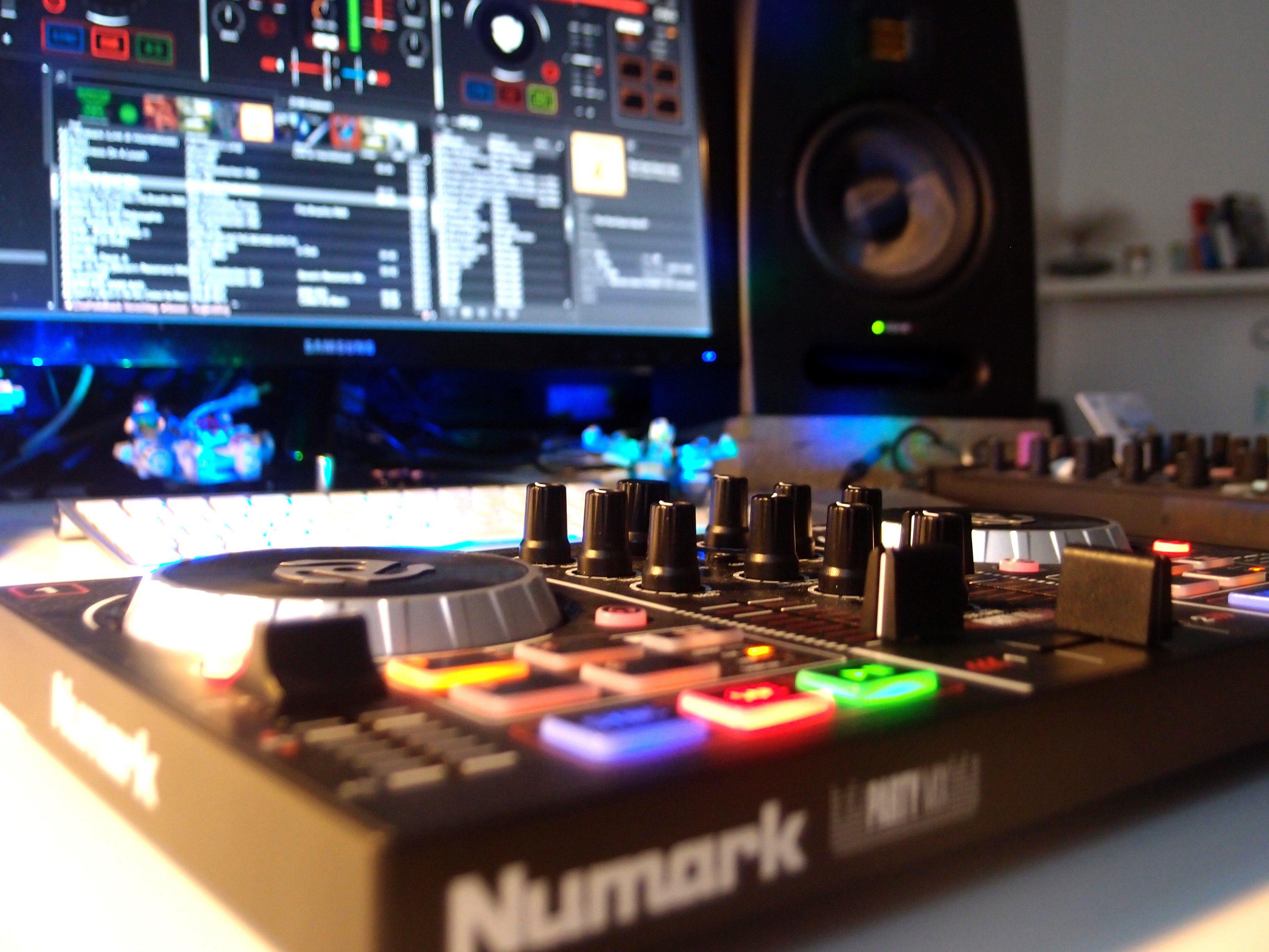 Test: Numark Party Mix, DJ-Controller - AMAZONA de