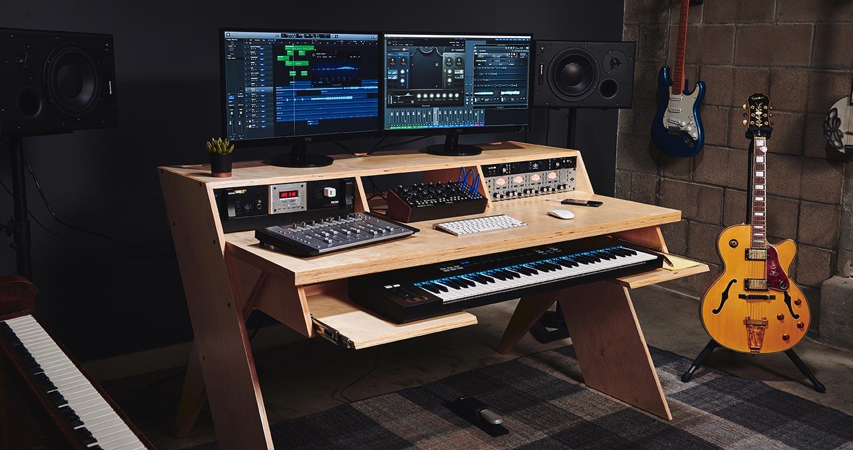 Top News: Output Platform, Studiotisch - AMAZONA.de