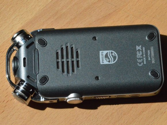 Der Lautsprecher des DVT7500 befindet sich auf der Rückseite.