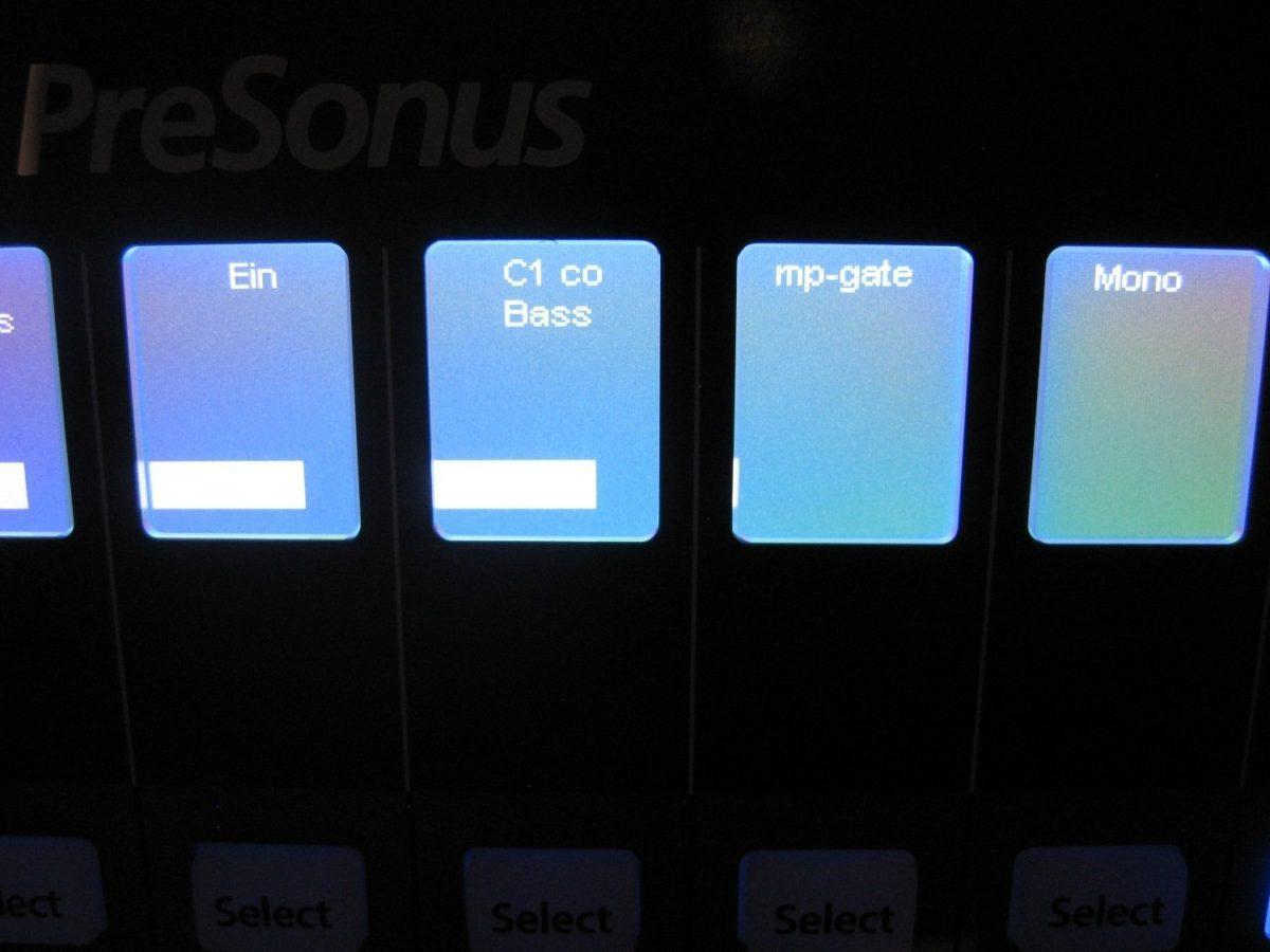 Auch der Name des Plug-ins wird in den Displays angezeigt