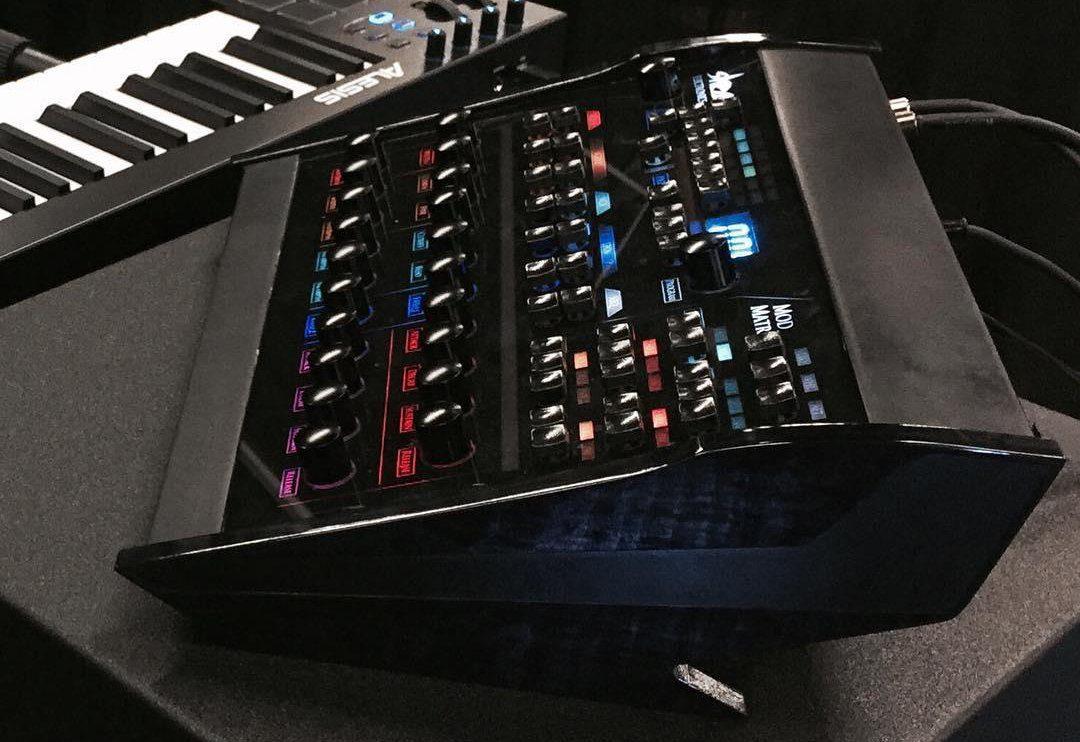 NAMM NEWS: Shear Electronics Relic-6, polyphoner Analogsynthesizer ...