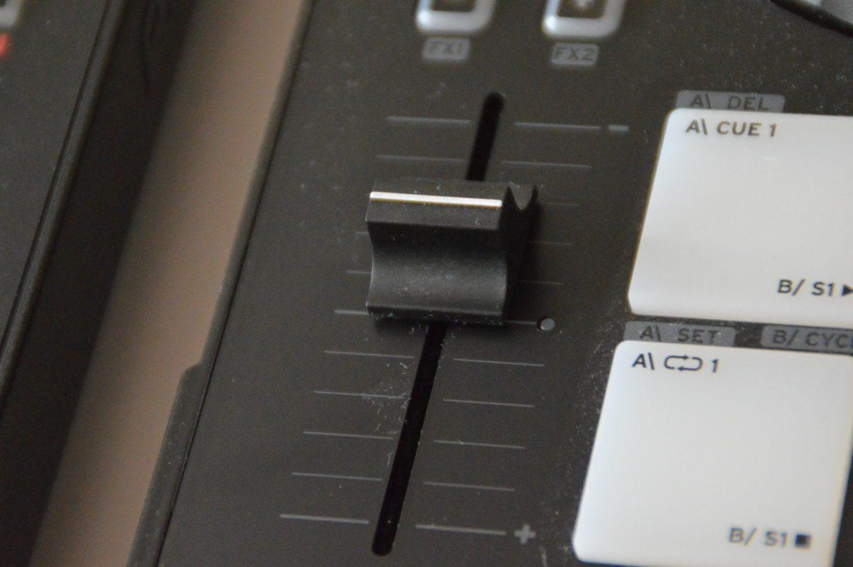 Reloop Beatmix 4 - laengerer Fader, keine Mitteneinrastung
