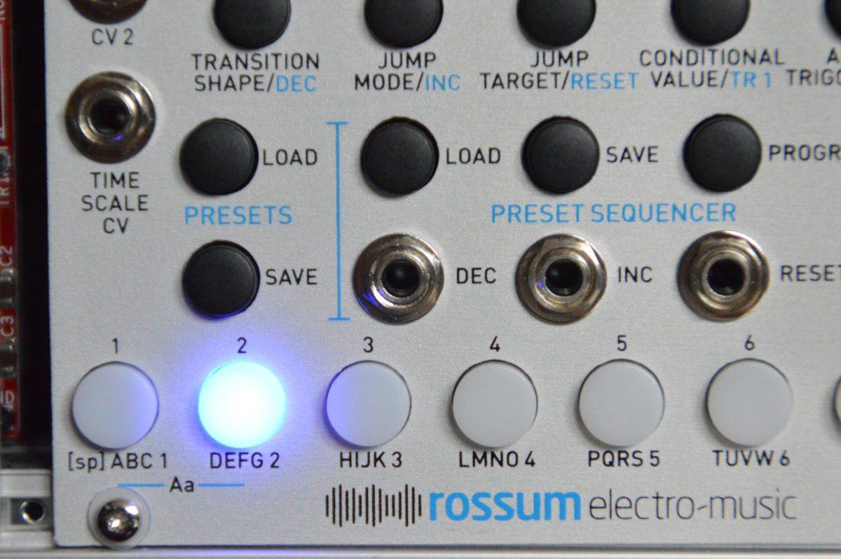 Die Segmente werden direkt über die acht LED-Buttons erreicht.