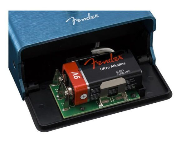 Fender Mirror Image Delay battery slot