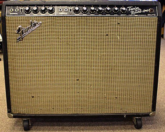 Der Fender Twin Reverb war einer der ersten GItarrenamps mit integriertem Federhall.
