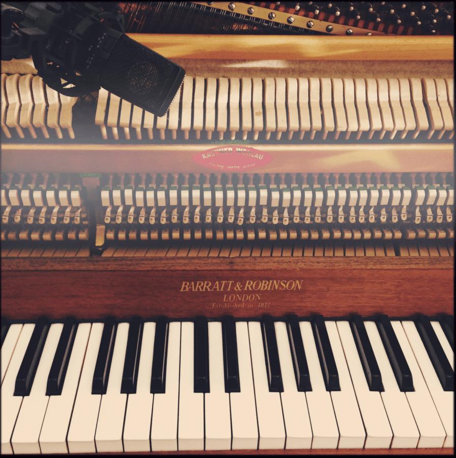 Selbstverständlich heute noch, ein Piano in Ralfs Studio