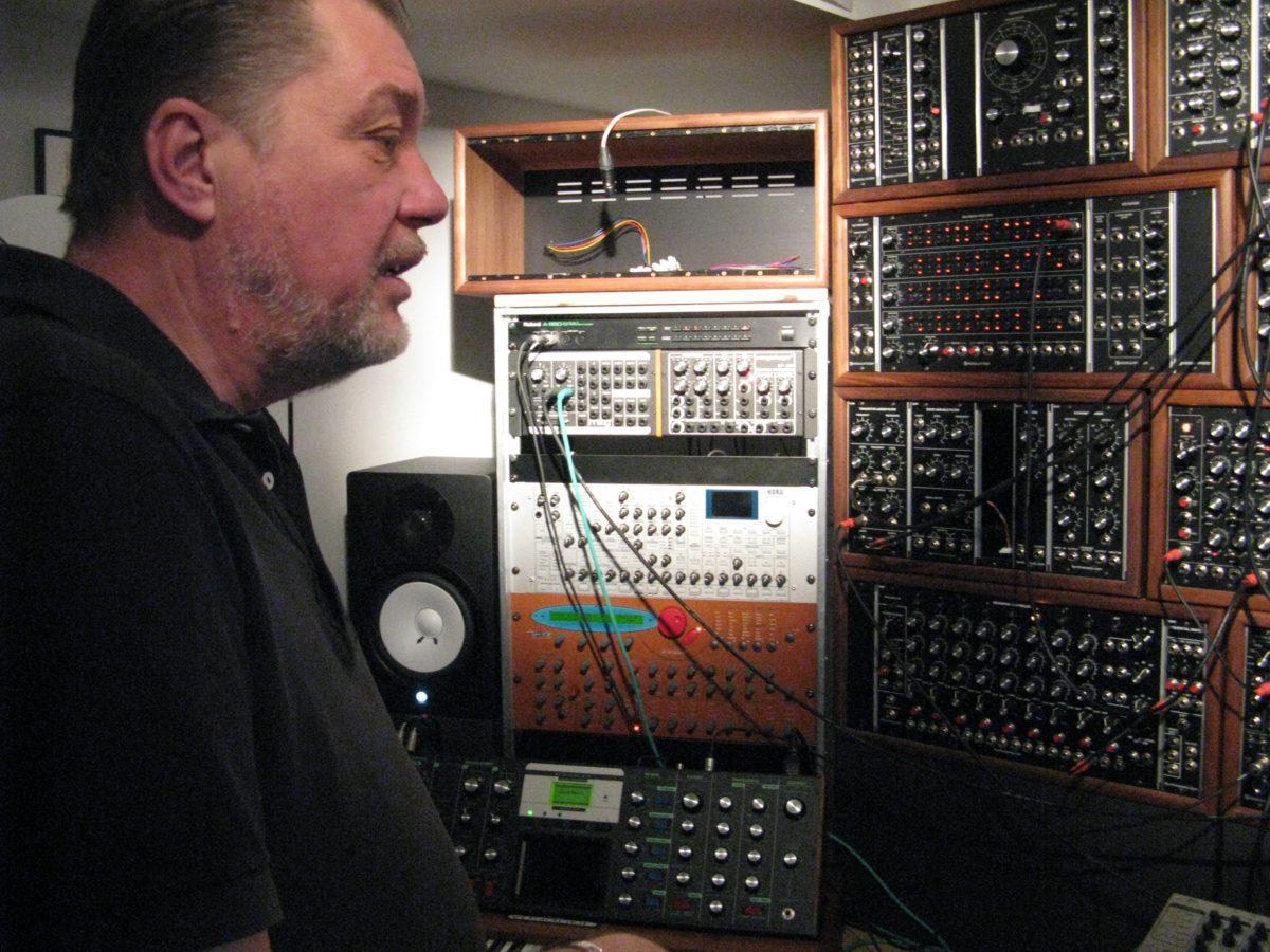 Gerhard Mayrhofer an seinem Modularsystem