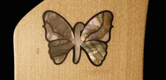 Hübsch: Schmetterlingsinlay aus Abalone auf der Kopfplatte