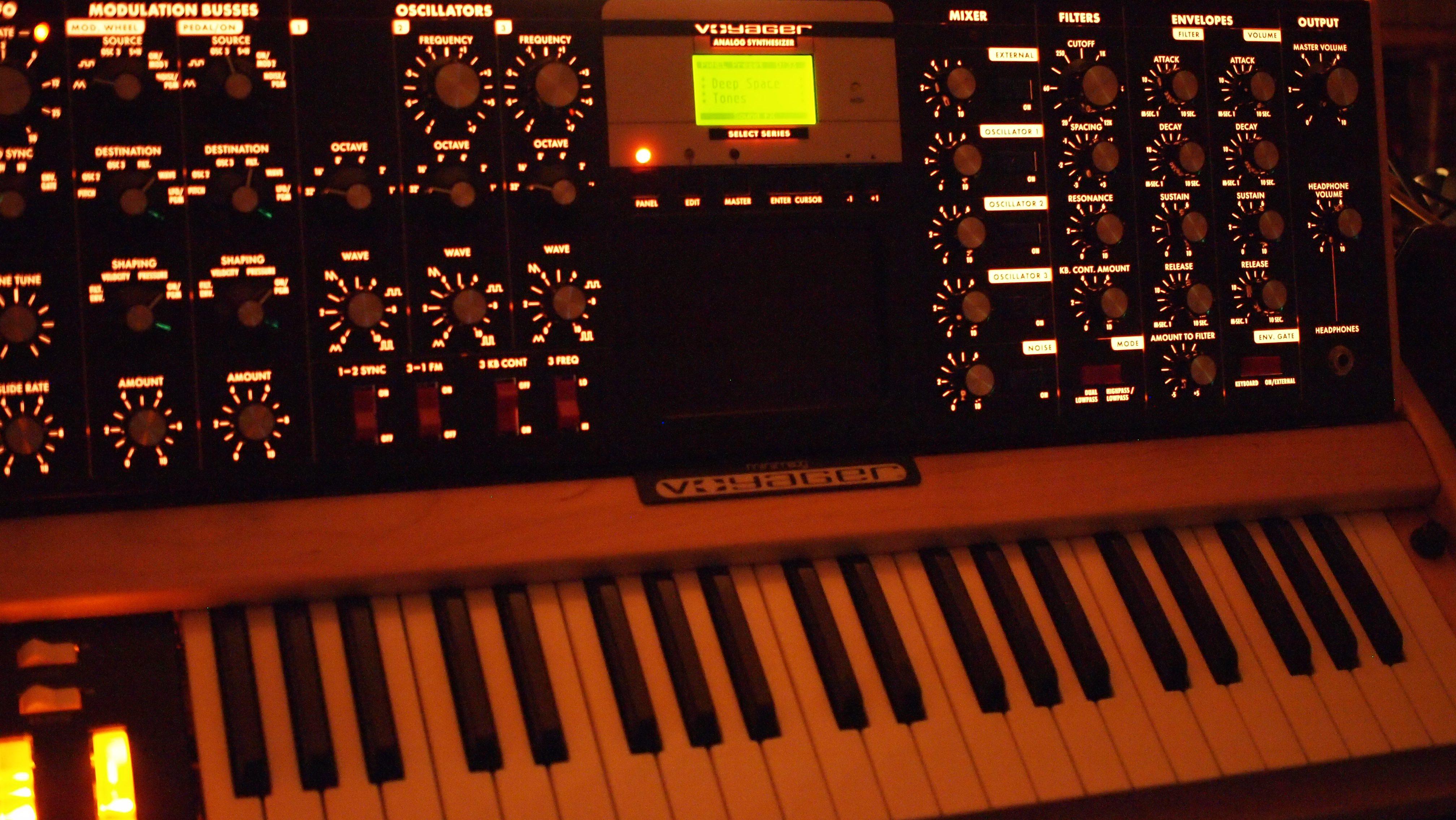 Minimoog Voyager Select Edition (maple/sonar)