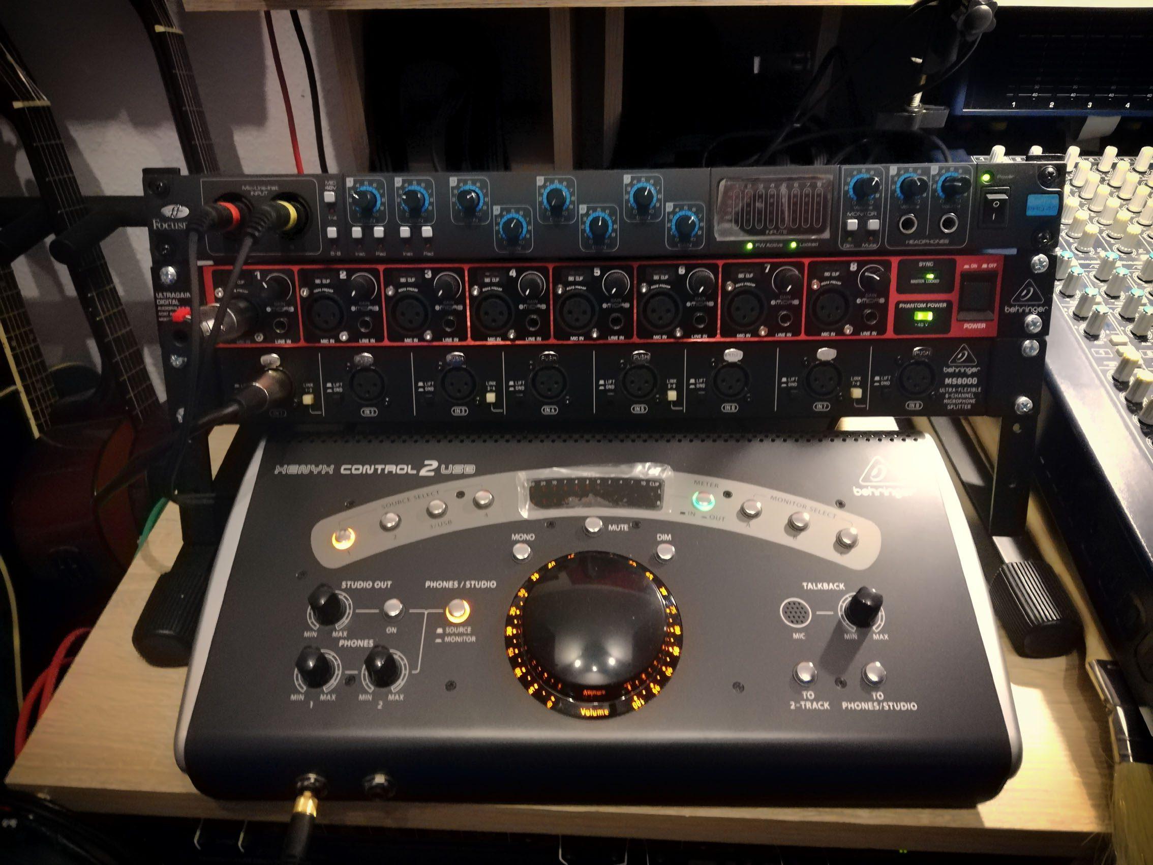 Focusrite Scarlett 18i20 3te Gen., Focusrite Saffire Pro 40, Behringer Ultragain ADA 8200, Behringer MS 8000 Splitter, Behringer Xenyx Control 2