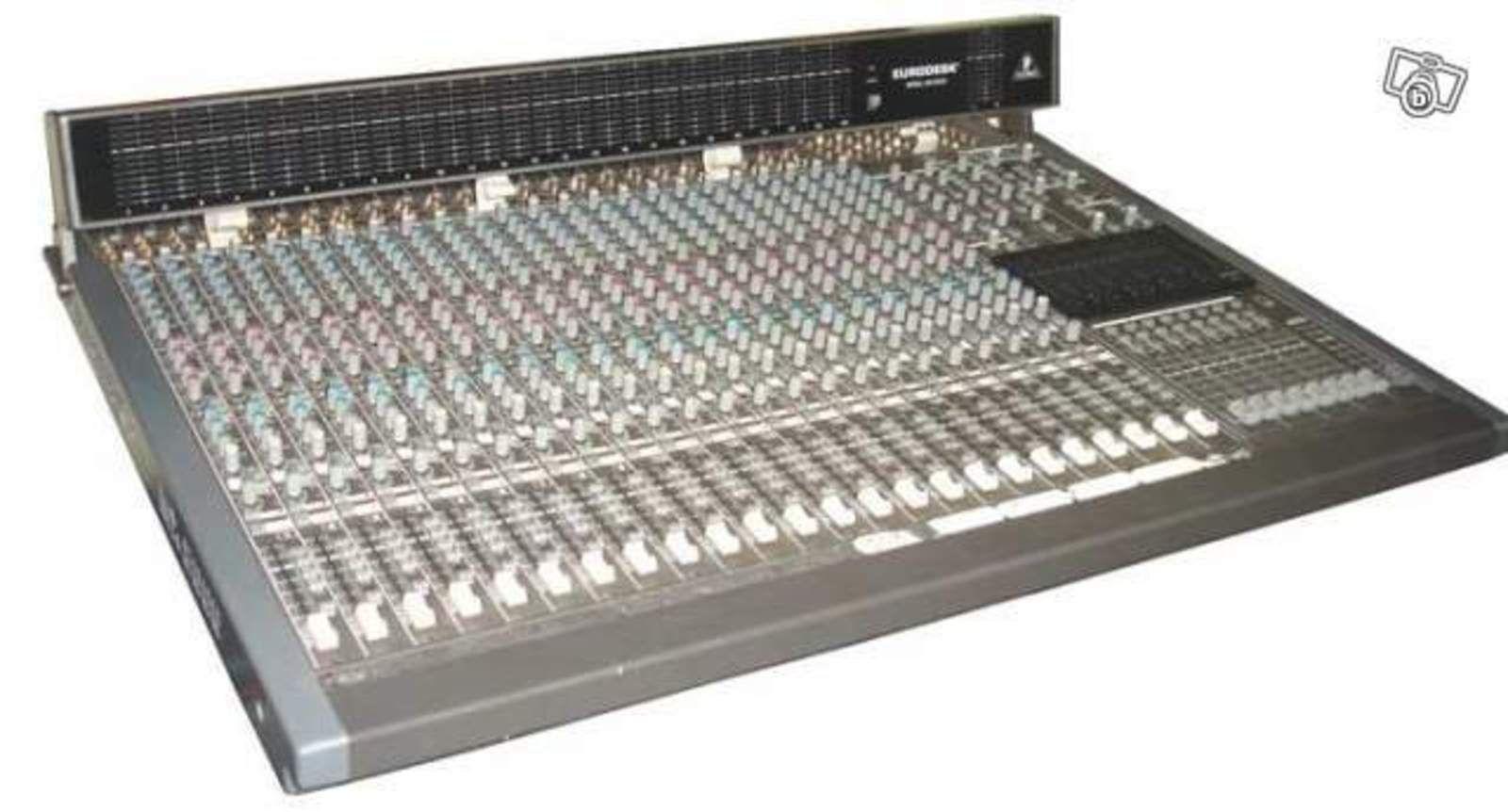 Behringer Eurodesk MX-8000