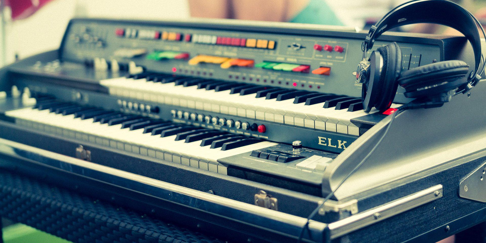 Elka X-705 Space Organ (1977)